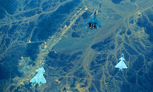 Tiêm kích J-20, J-16 và J-10C bay huấn luyện cùng nhau. Ảnh: PLAAF.