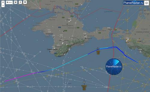 Đường bay của chiếc P-8A (màu xanh) hôm 27/11. Ảnh: PlaneRadar.