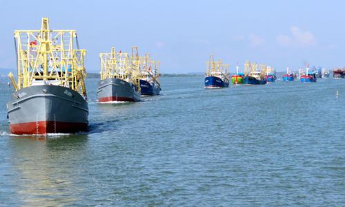 Độitàu cá vỏ thép của ngư dânhuyện Núi Thành (Quảng Nam) ra khơikhai thác hải sản. Ảnh: Đắc Thành