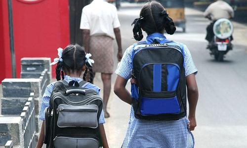Chính phủ Ấn Độ cho rằng học sinh không nên mang cặp sách nặng khi đến trường. Ảnh: Sky News