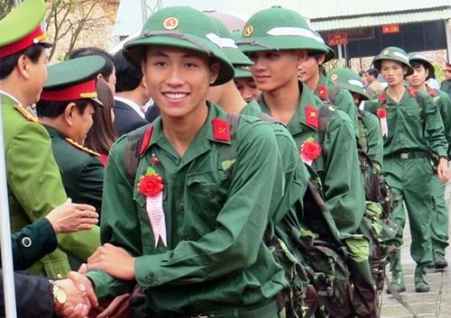 Tân binh lên đường nhập ngũ tại Quảng Nam. Ảnh: Sơn Thủy.