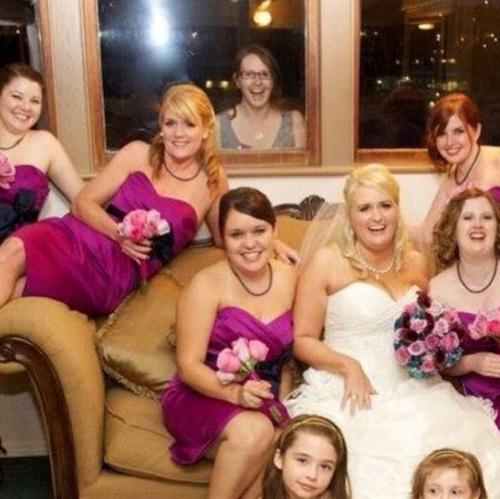 Ké một bức ảnh với cô dâu nhé.