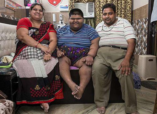 Gia đình Mihir Jain. Ảnh: Cover Asia Press
