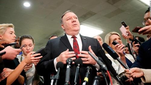 Ngoại trưởng Mỹ Mike Pompeo trả lời báo chí sau phiên điều trần tại Thượng viện ngày 28/11. Ảnh: AFP.