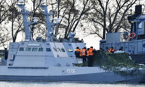 Các tàu chiến Ukraine bị Nga bắt neo đậu tại cảng Kerch, bán đảo Crimea hôm 26/11. Ảnh: Sputnik.