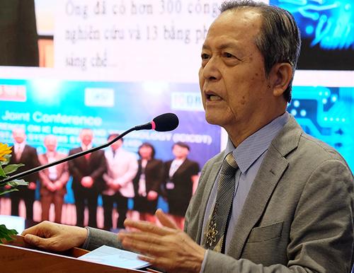 GS Đặng Lương Mô phát biểu tại tọa đàm. Ảnh: Mạnh Tùng.