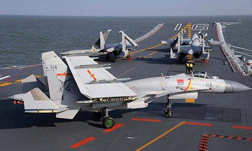 Tiêm kích hạm J-15 trên tàu sân bay Liêu Ninh của Trung Quốc. Ảnh: RD.
