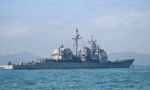 Tàu tuần dương USS Chancellorsville thăm cảng Hong Kong ngày 21/11. Ảnh: AFP.