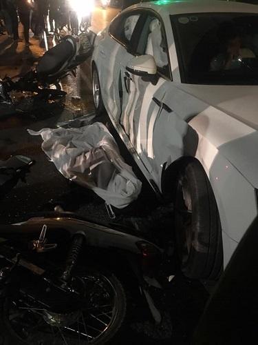 Xe Audi bị hư hỏng nặng. Ảnh: KSC