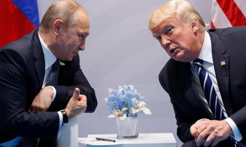 Tổng thống Nga Vladimir Putin (trái) và Tổng thống Mỹ Donald Trump tại hội nghị G20 ở Hamburg, Đức năm 2017. Ảnh: AP.