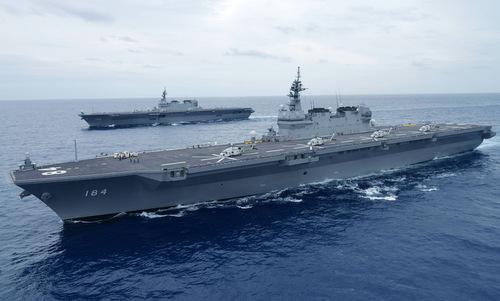 Tàu khu trục trực thăng JS Izumo (trước) và JS Kaga của Nhật Bản. Ảnh: JMSDF.