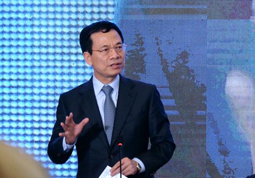 Bộ trưởng Nguyễn Mạnh Hùng nêu ý kiến tại diễn đàn. Ảnh: Nguyễn Đông.