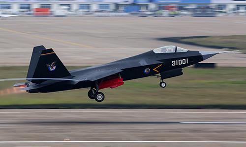 Tiêm kích J-31 của Trung Quốc bay biểu diễn tại Triển lãm Hàng không Trung Quốc 2014. Ảnh: Airliner.