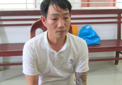 Nguyễn Anh Tùng, thực hiện hành vi trộm cắp. Ảnh: Quang Bình