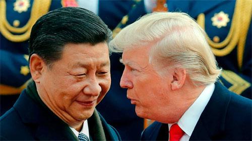 Chủ tịch Trung Quốc Tập Cận Bình (trái) đón Tổng thống Mỹ Donald Trump tới năm năm 2017. Ảnh: Reuters.