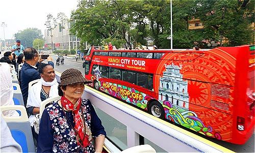Tuyến buýt mui trần thứ hai có 7 điểm tham quan trùng với tuyến xe buýt đầu tiên.Ảnh: Bá Đô