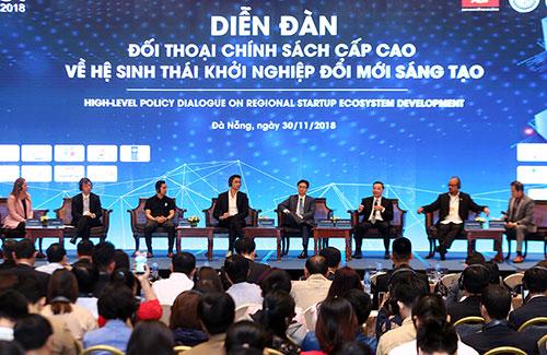 Các đại biểu thảo luận tại diễn đàn. Ảnh: Nguyễn Đông.