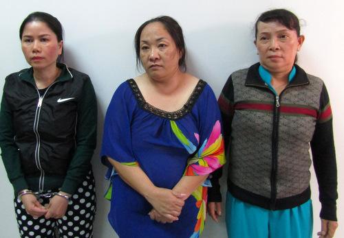 Trang (từ trái), Nhung là người trộm tiền của khách, bà Thật chứa chấp mại dâm. Ảnh: Quang Bình.