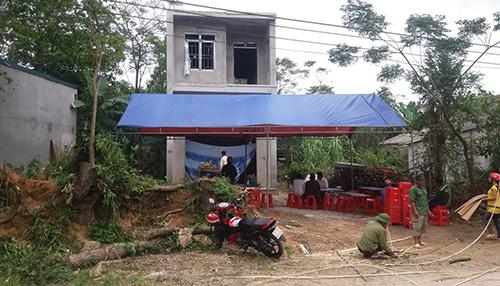Căn nhà xây dở của vợ chồng anh Trung. Ảnh: Lam Sơn.