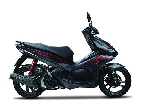Honda Air Blade đen mờ với phong cách tem mới và tăng giá khoảng 800.000 đồng.