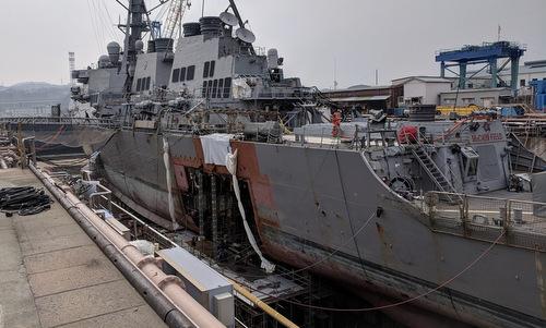 Chiếc John S. McCain trong quá trình sửa chữa ở Yokosoka. Ảnh: US Navy.
