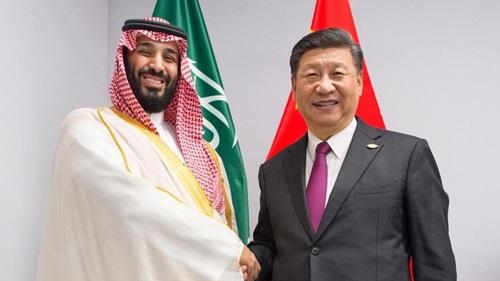 Chủ tịch Trung Quốc Tập Cận Bình bắt tay Thái tử Arab Saudi Mohammed bin Salmantrong cuộc gặp bên lề hội nghị thượng đỉnh G20 ở Argentina hôm 30/11. Ảnh: AP.