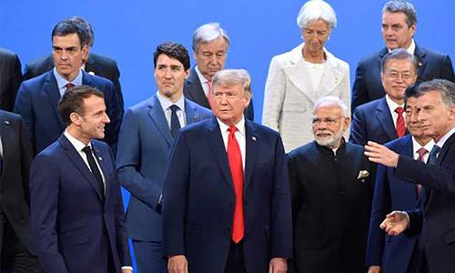 Tổng thống Mỹ Donald Trump (hàng trước, thứ hai từ trái sang) chụp ảnh cùng các lãnh đạo G20 tại Buenos Aires, Argentina. Ảnh: AFP.