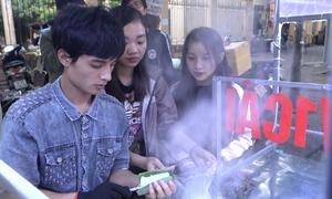 Chàng trai 9X bán bánh ống lá dứa kiếm tiền triệu mỗi ngày ở Hà Nội