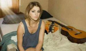 Vì sao ảnh cô gái trên giường khiến người xem thót tim?