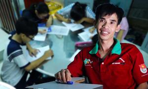 Thầy giáo công nhân 8 năm dạy kèm miễn phí ở Sài Gòn