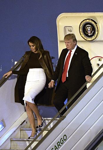 Bà Melania và ông Trump đến Buenos Aires, Argentina hôm 29/11. Ảnh: AFP