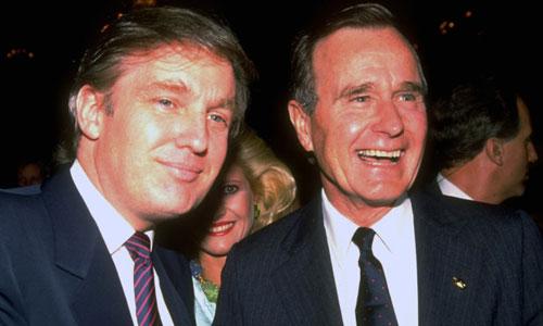 Donald Trump (trái) chụp ảnh cùng George H.W. Bush trong một sự kiệnnăm 1988. Ảnh: NYPost.