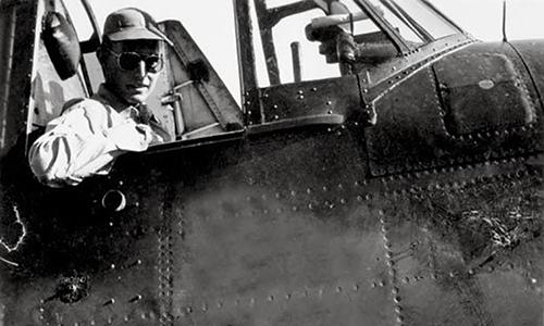 Trung úy George W. H. Bush trên oanh tạc cơ Grumman TBM Avenger, ảnh chụp năm 1944. (Ảnh: AAS)