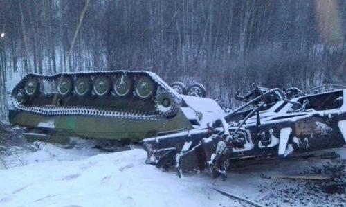 Một xe thiết giáp lật úp sau tai nạn. Ảnh: Lenta.