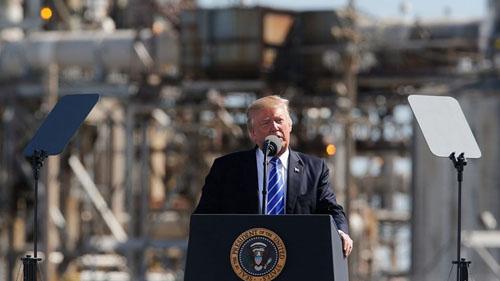Trump phát biểu tại  Mandan, Bắc Dakota tháng 9/2017. Ảnh: Reuters.