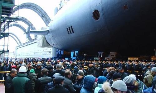 Tàu ngầmhạt nhân lớp Borei-A đầu tiên của Nga Knyaz Vladimir trong lễ hạ thủy ngày 17/11/2017. Ảnh: RT.