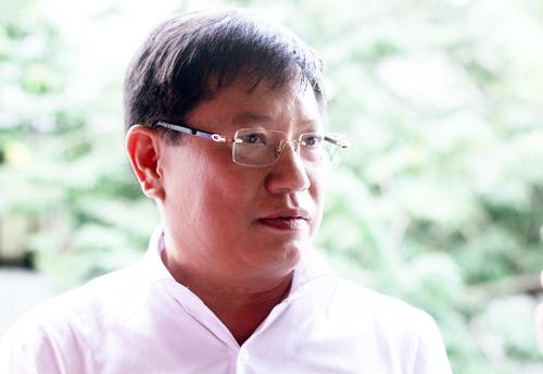 Bí thư Sóc Sơn Phạm Xuân Phương trả lời báo chí chiều 4/12. Ảnh: Võ Hải.