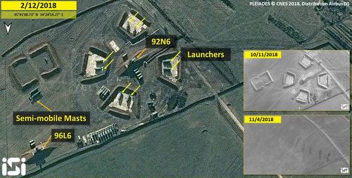 Quá trình xây dựng trận địa S-400 tại căn cứ Dzhankoy. Ảnh: ISI.