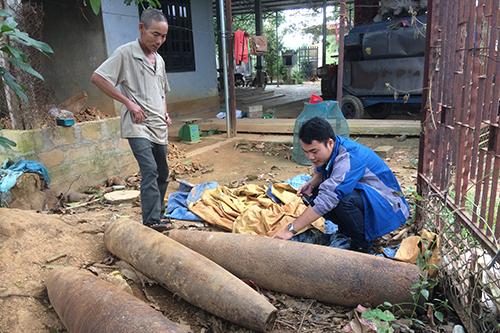 Những vỏ bom tạ cuối cùng ở vựa phế liệu của ông Phạm Văn Phương.Ảnh:Hoàng Táo