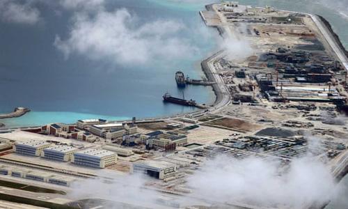 Một căn cứ do Trung Quốc xây trái phép ở Biển Đông. Ảnh: Inquirer.