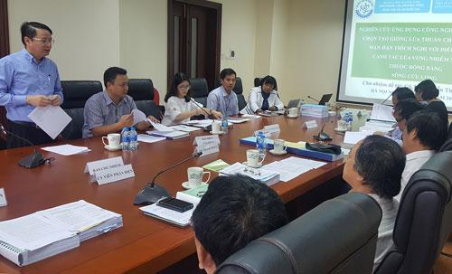 Hội đồng nghiệm thu đề tài tổ chức ngày 19/9. Ảnh: ĐN.