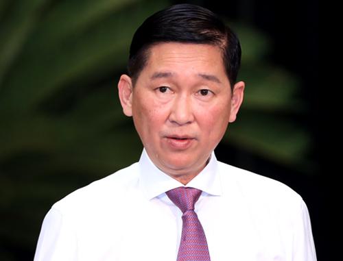Phó chủ tịch UBND TP HCM Trần Vĩnh Tuyến báo cáo HĐND thành phố vềtình hình kinh tế - xã hội trong năm. Ảnh: Hữu Khoa.