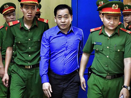 Phan Văn Anh Vũ sau phiên toà. Ảnh: Hữu Khoa.