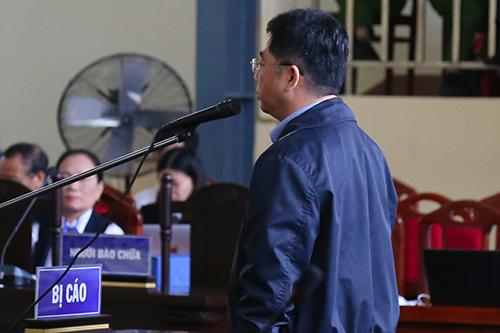 Nguyễn Văn Dương khai tại tòa trong sáng 19/11. Ảnh: Phạm Dự