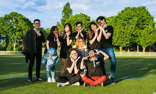 Sinh viên Việt Nam tại Paris. Ảnh: Nguyễn Linh