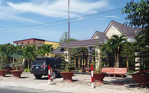 Ngôi biệt thự của gia đình bà Hương nằm cặp quốc lộ 57.Ảnh: Vĩnh Nam