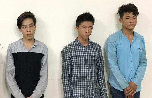 Tự, Phi, Tài (từ trái sáng) tại cơ quan công an. Ảnh: Nhật Vy.