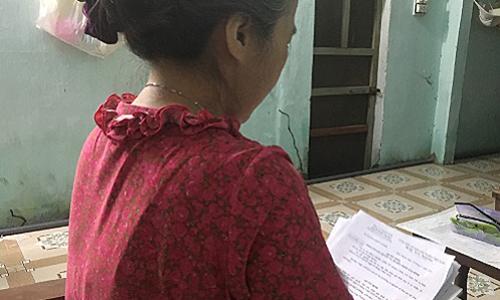 Bà Linh cho biết, nhiều lần muốn gọi hỏi thăm chồng nhưng không dám vì ngại. Ảnh: P.T.