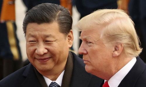 Chủ tịch Trung Quốc Tập Cận Bình (trái) đón Tổng thống Mỹ Donald Trump đến thăm Bắc Kinh năm 2017. Ảnh: AP.