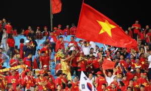 CĐV tưng bừng mừng chiến thắng của tuyển Việt Nam